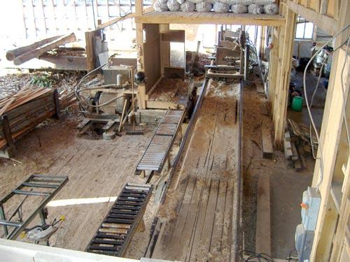 l'intérieur de la scierie Cojovi
